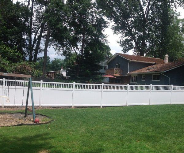 vinyl privacy fence installation
