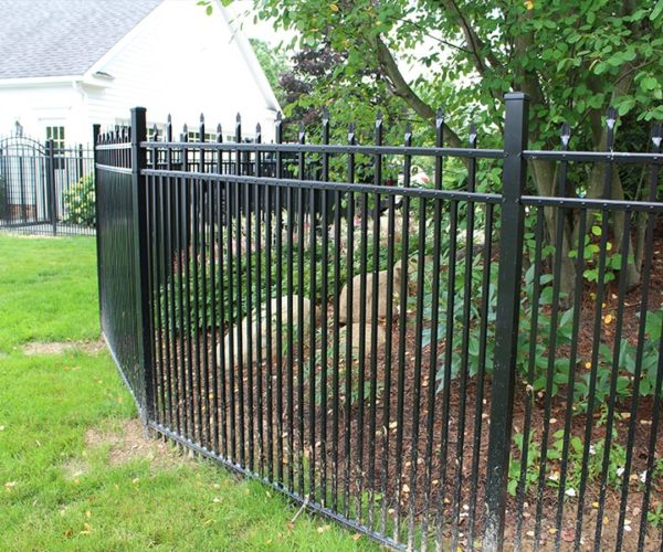 Aluminum Fence w/ Decorative Pickets