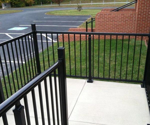 Aluminum-stairway-railing